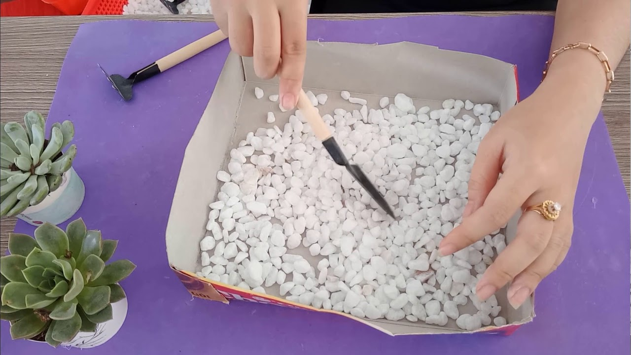 Bỏ túi mẹo nhỏ giúp các chị em dựng lên một mô hình tiểu cảnh sân vườn cực bắt mắt cùng sen đá