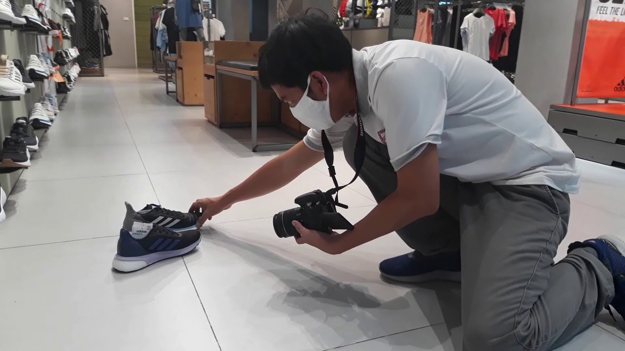 Hết sứ đi chụp giày cho đỡ ghiền