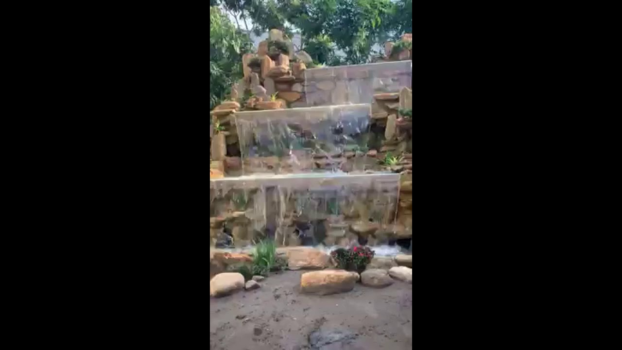 Non bộ nước chảy bậc thềm khá đẹp cho gia đình